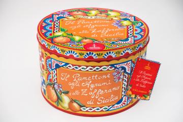 Il panettone firmato Dolce&Gabbana alla Golosaria milanese del food made in Italy