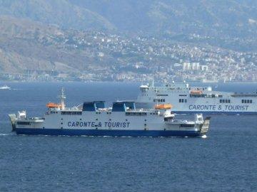 Gli inglesi alla conquista della Sicilia, Basalt entra nel capitale di Caronte & Tourist