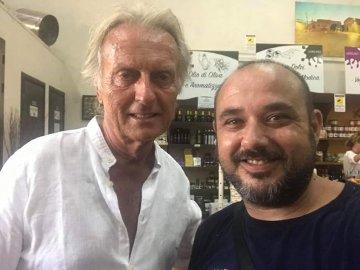 Luca Cordero di Montezemolo compra la bottarga a Marzamemi