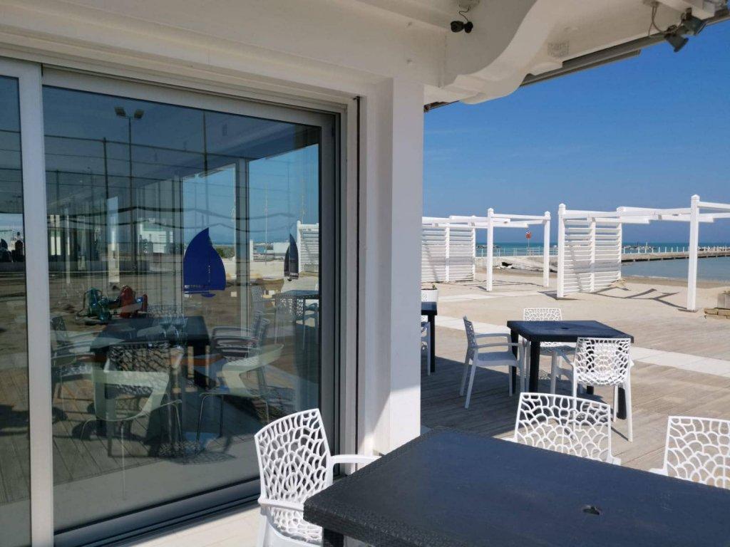 Falconara Marittima - Pranzo + Ombrellone e Lettino Gratis | La Vela Beach | Falconara Marittima, Via Flaminia 454 | Tel. 0719160142