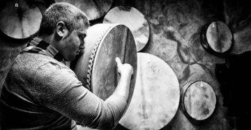 Resta a Gangi e si inventa un mestiere che nessuno sa fare: ora è il mago del tamburo