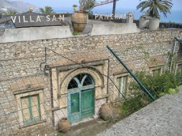 Rinasce, come albergo di lusso, il San Pancrazio d Taormina