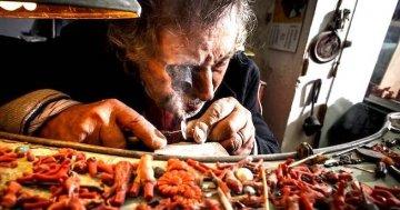 Fendi sceglie l'ultimo maestro siciliano del corallo: storia e tesori di Platimiro Fiorenza