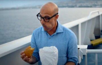 Stanley Tucci in Sicilia: la star di Hollywood si innamora degli arancini