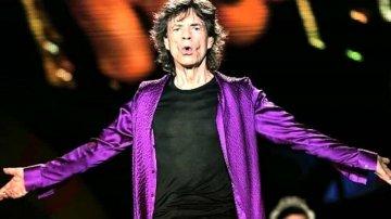 """A Palermo un turista d'eccezione: Mick Jagger visita Palazzo dei Normanni """"A Palermo un turista d'eccezione: Mick Jagger visita Palazzo dei Normanni""""  Potrebbe interessarti: https://www.palermotoday.it/attualita/mick-jagger-palermo-13-marzo-2021.html"""