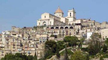 Geraci Siculo terzo al Borgo dei Borghi: la Sicilia non vince, ma sale di nuovo sul podio