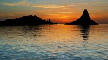 Aci Trezza, un romantico borgo siciliano sul mare