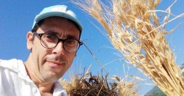 Un contadino eroico in Sicilia: rileva l'agrumeto di famiglia e compie un