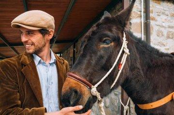 Dalla Sicilia al Piemonte a dorso di mulo: l'avventura di Francesco Lanzino con Woodvivors