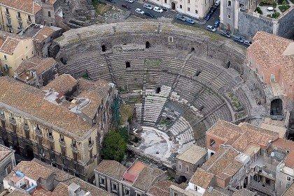 News - L'anfiteatro romano di Catania: il secondo più grande di Italia - La  Isla Bonita FM