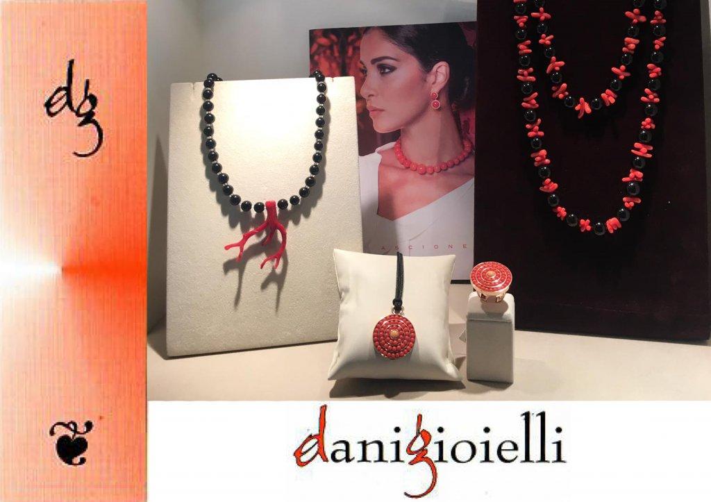 Un accessorio è ciò che accompagna e, accompagnando, valorizza - Dani Gioielli