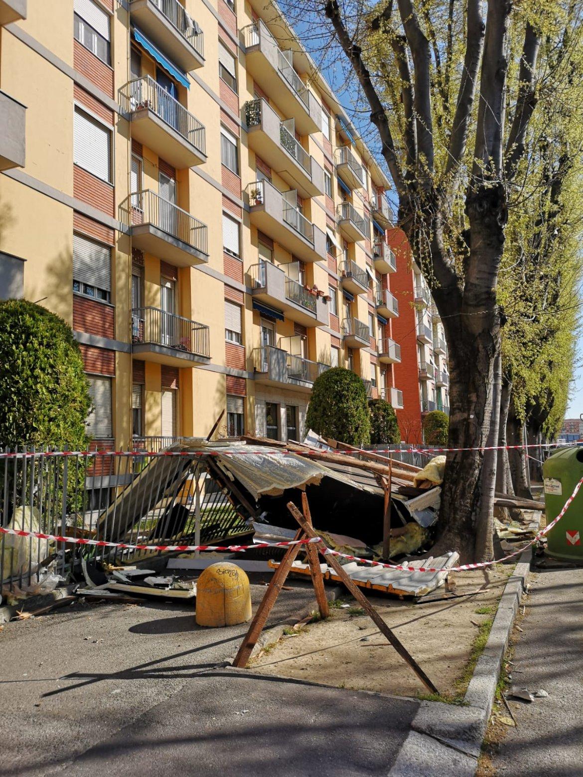 Vigevano24: Raffiche del vento di Foehn, scoperchiato un tetto in corso Milano