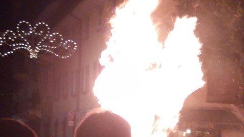 Vigevano24: Un successo di pubblico per il tradizionale rogo del Diavolo di San Bernardo