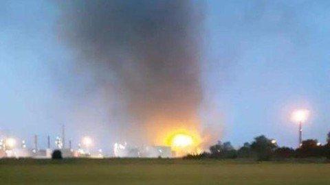 Vigevano24: Sannazzaro de' Burgondi: esplosione e poi fiamme alla raffineria Eni