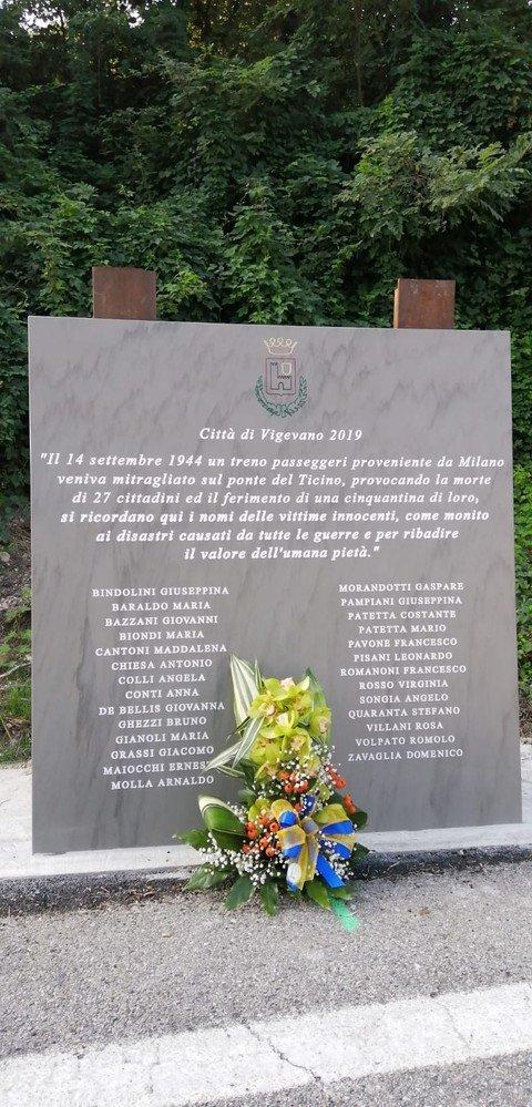 Vigevano24: Vigevano: finalmente arriva la deposizione della lapide commemorativa per le vittime del treno mitragliato