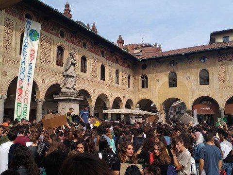 Vigevano24: Vigevano: le immagini del Fridays for Future in piazza Ducale e per le vie cittadine