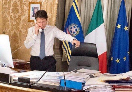 Vigevano24: Conte ha firmato il nuovo Dpcm: confermate zone rosse e stop alla mobilità. Unica novità rispetto alla bozza: i parrucchieri restano aperti
