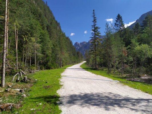 Apre il nuovo tratto della strada Cimoliana