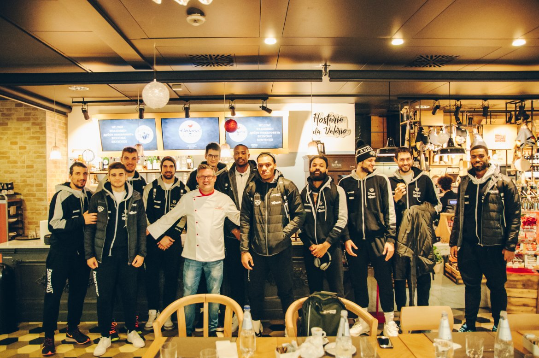 Aquila Basket ospite in Hostaria